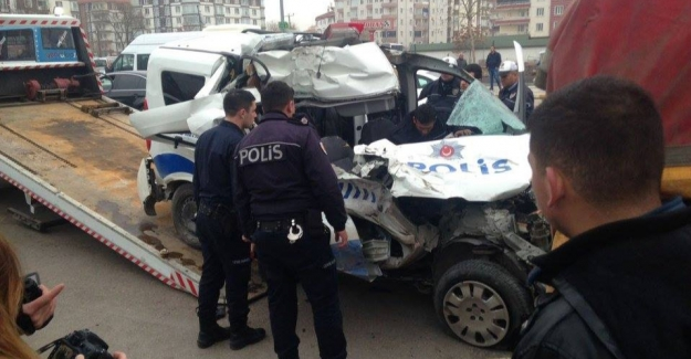 Polis otosu tıra çarptı