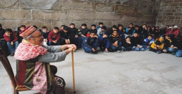 Tarihi Medrese Meddah gösterisi ile şenlendi