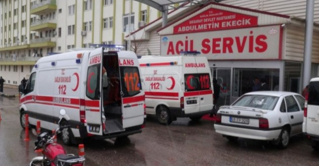 Şarampole devrilen otomobilde 4 kişi yaralandı