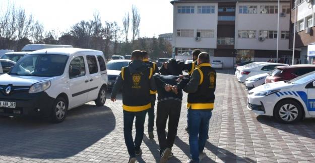Aranan şahıslar tutuklandı