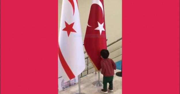 Minik Kerem'in Türk Bayrağı sevgisi