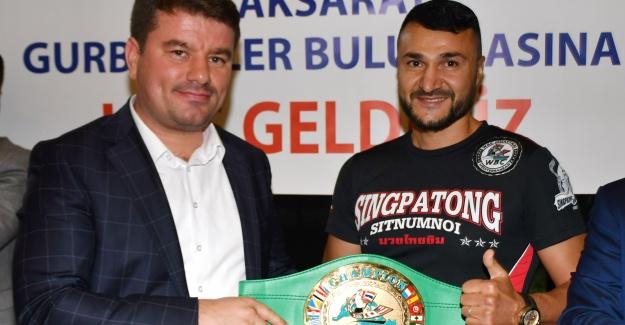 Aksaraylı Boks Şampiyonu Fransa'da Yılın Adamı Seçildi