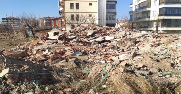 Şehrin ortasında moloz yığınları