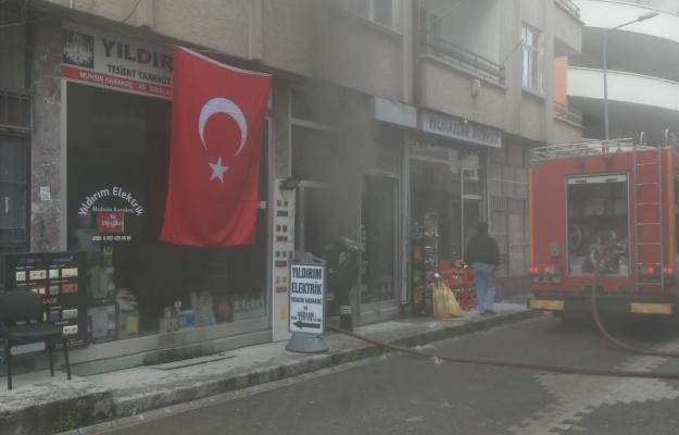 Aksaray'da bunalıma giren esnaf dükkanını yaktı