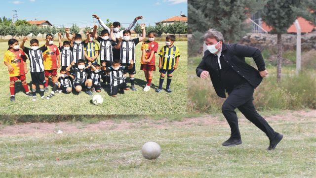 Vali Hamza Aydoğdu çocuklarla futbol oynadı