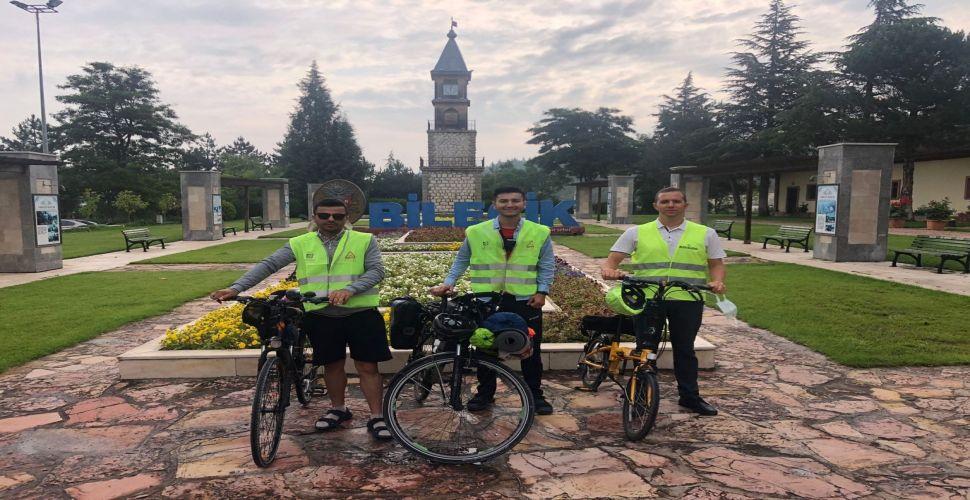 Bisikletleri ile şehir turuna çıktılar