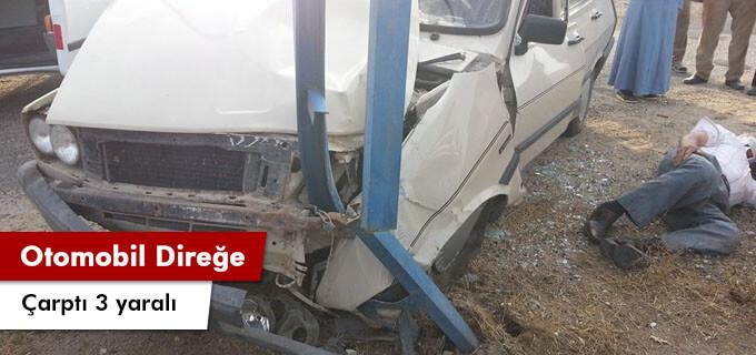 Otomobil direğe çarptı 3 yaralı