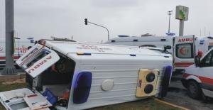 Otomobil ile ambulans çarpıştı 5 yaralı