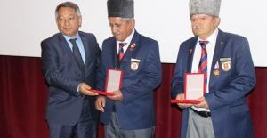 Kıbrıs Gazileri madalyalarını aldılar