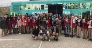 Köy çocukları gezici kütüphane ile kitaba kavuşuyor