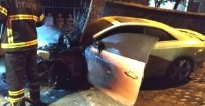 Lüks otomobil yandı