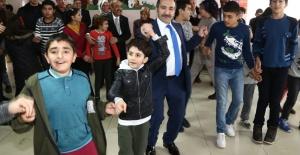 Vali Ali Mantı özel çocuklarla hüdayda oynadı
